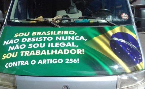 [Motoristas de vans fazem protesto em direção ao Aeroporto de Vitória da Conquista]