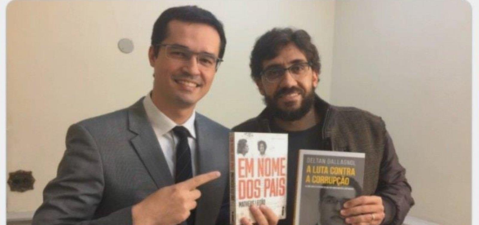 [Bolsonaro compartilha mensagem que chama Deltan de 'esquerdista estilo PSOL']