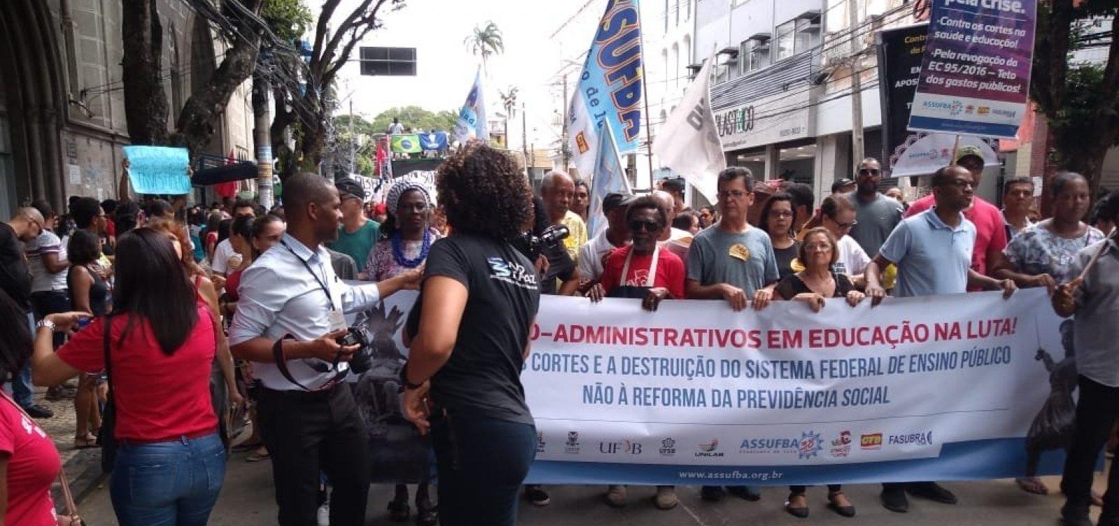 [Protesto contra reforma e bloqueios na Educação complica trânsito no Centro]