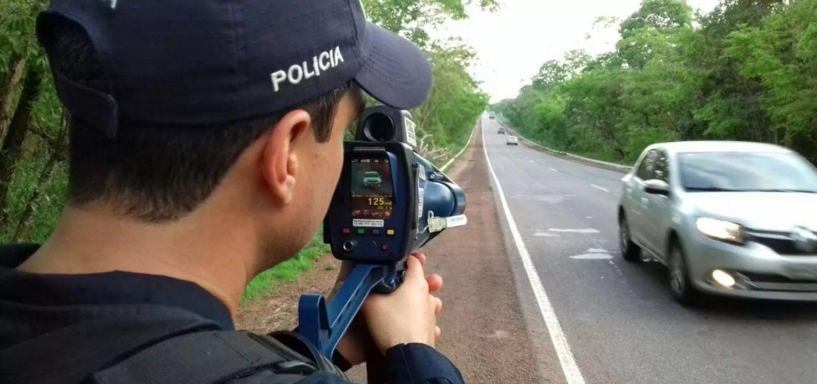 [Bolsonaro determina suspensão do uso de radares móveis em rodovias federais]