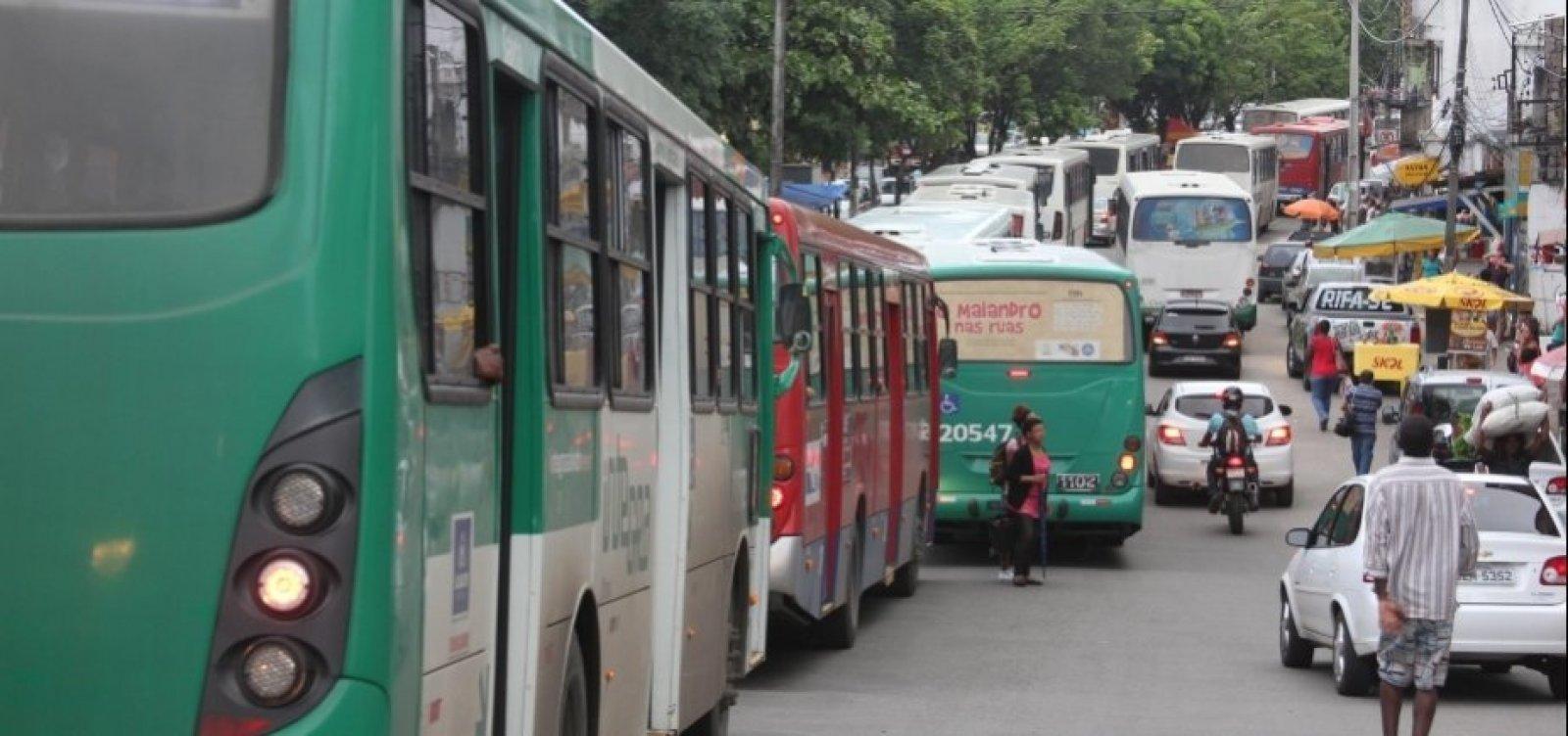 [Ônibus voltam a circular no bairro de Santa Cruz]