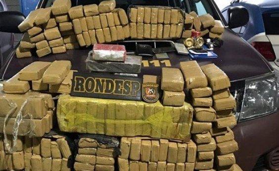 [Polícia apreende meia tonelada de maconha em residência na Boca do Rio]