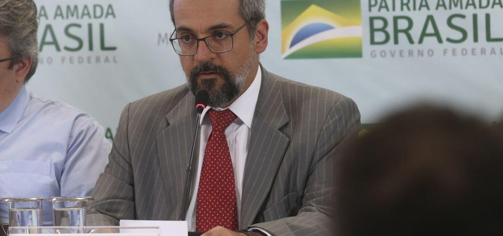 [Corte de R$ 926 milhões na Educação foi para pagar emendas, diz Weintraub]