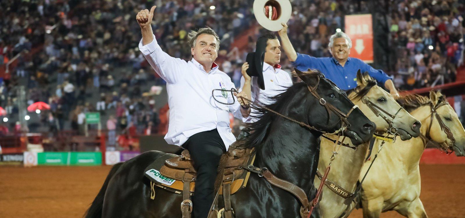 [Em Barretos, Bolsonaro assina decreto a favor de rodeios]
