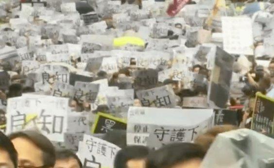 [Manifestantes voltam às ruas em Hong Kong]