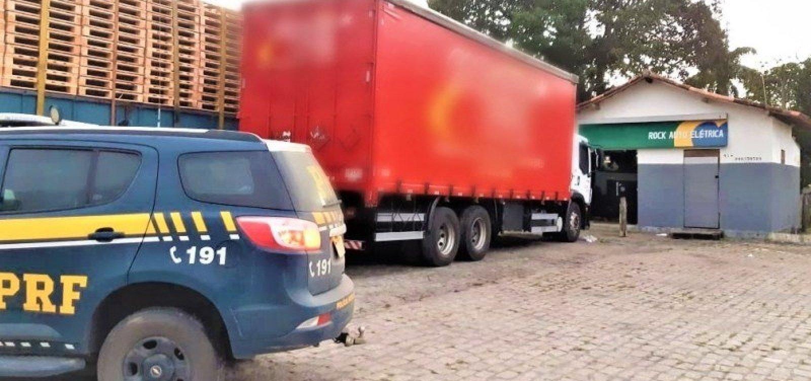 [Polícia liberta refém e recupera carga avaliada em R$ 740 mil na BR-101]