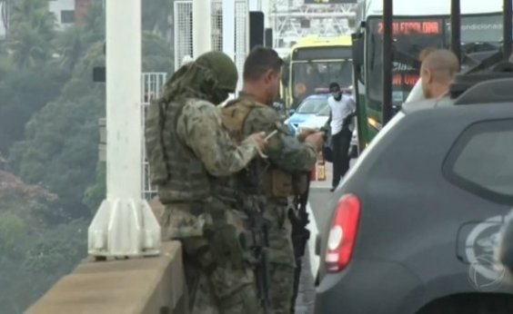 [Sequestrador de ônibus na Ponte Rio-Niterói é baleado na perna]