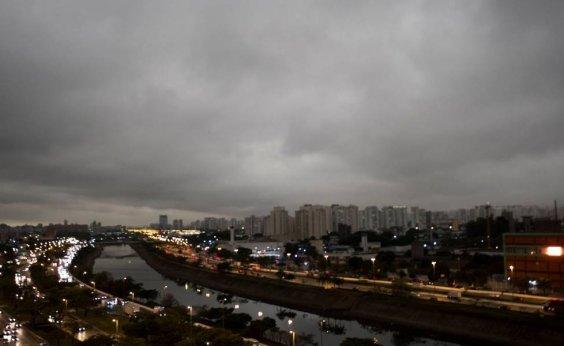 [Queimadas na Amazônia provocam 'corredor de fumaça' na América do Sul]