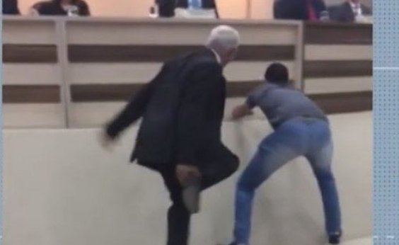 [Sessão em Câmara de Vereadores é interrompida após invasão de um rato no oeste da Bahia]