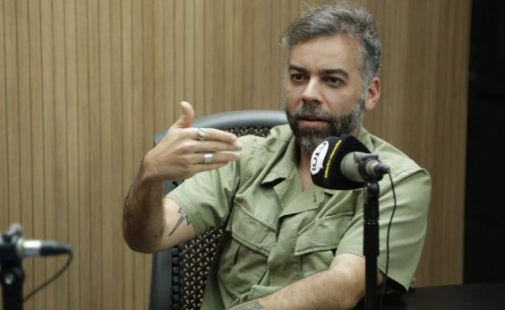 ['Fake news e hater potencializam crise na imagem', analisa Pedro Tourinho]