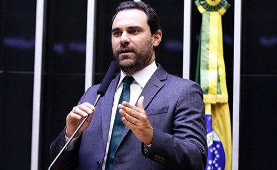 [Adolfo Viana votou contra processo de expulsão de Aécio]