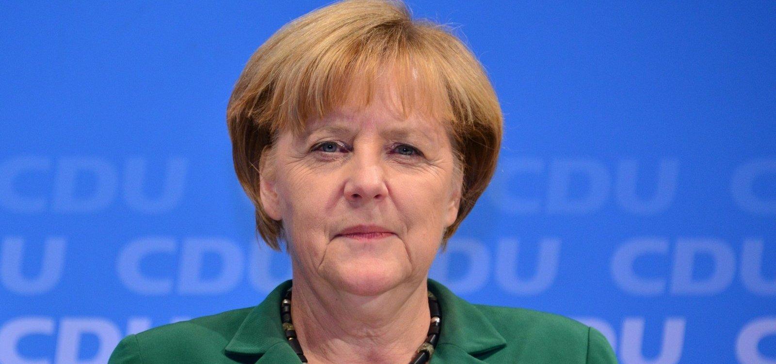 [Angela Merkel diz que incêndios na Amazônia devem ser debatidos no G7]