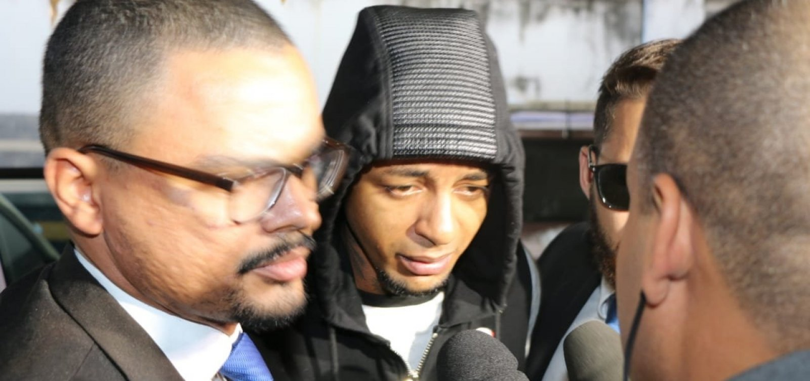 [MP aponta que Iuri Sheik chutou corpo de vítima após disparos]