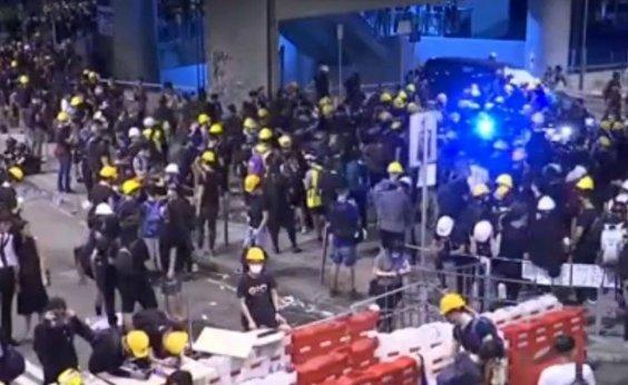 [Novo protesto é feito nas ruas de Hong Kong]