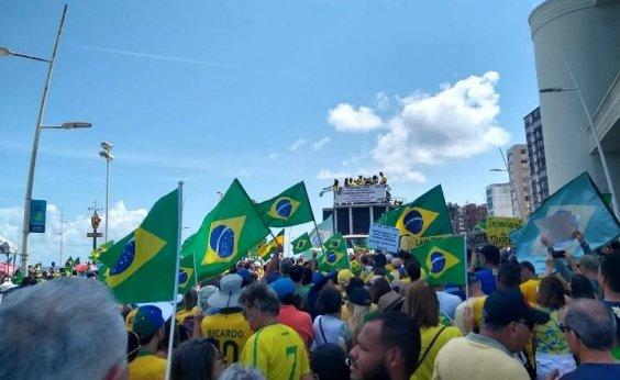 [Manifestantes fazem ato a favor da Lava Jato e contra a lei de abuso de autoridade na Barra]