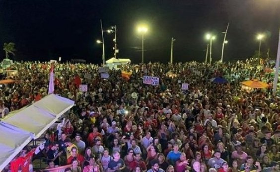 [Manifestação a favor da liberação de Lula reúne artistas na Barra]