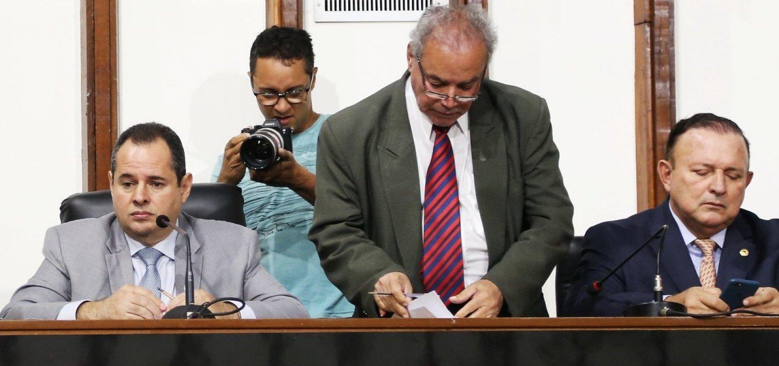 [Com pires na mão, deputados pressionam por reeleição de Leal na AL-BA]