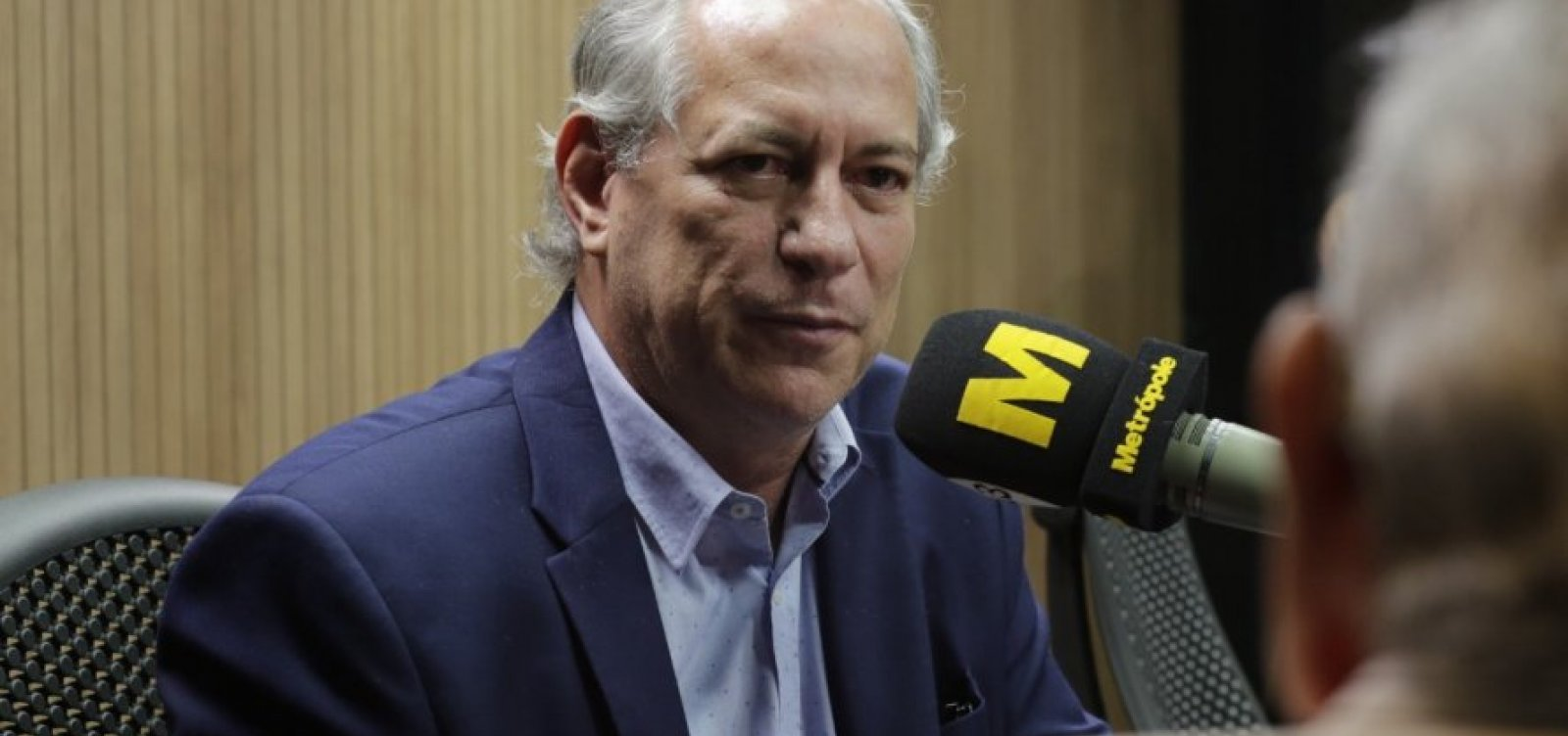 ['Na defesa da democracia, vamos tocar fogo na rua', diz Ciro sobre tuíte de Carlos]