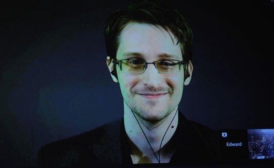[Edward Snowden pede convite para asilo na França]