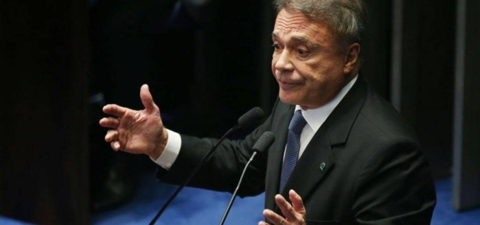 [Álvaro Dias diz que projeto queabre brecha para caixa dois é 'oportunista']