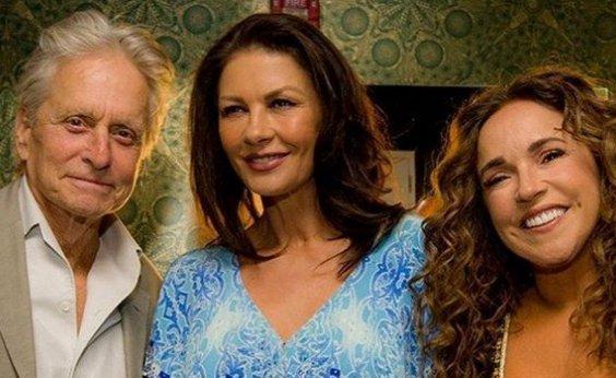 [Daniela Mercury recebe Michael Douglas e Catherine Zeta-Jones em show em NY]