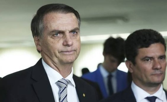 [Bolsonaro conversa com Moro e mantém diretor-geral da PF ]