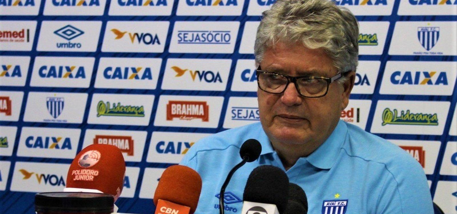 [Paulo Carneiro anuncia a contratação de Geninho como novo técnico do Vitória]