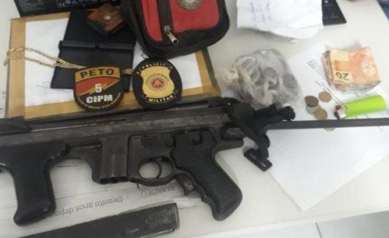 [Submetralhadora e drogas são apreendidas em ação da polícia em Vera Cruz]