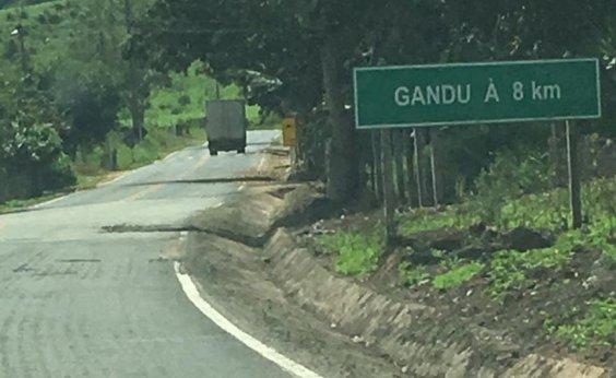 [BA-120: Trecho entre Ibirataia e Gandu continua esburacado após obras]