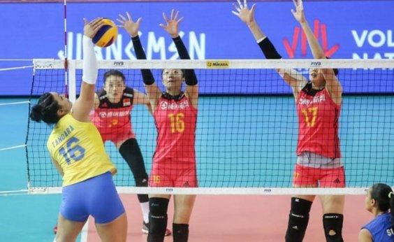 [Vôlei feminino do Brasil perde para a China por 3 sets a 2]
