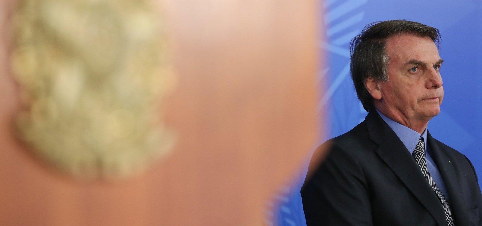[Bolsonaro é pressionado a não assinar diploma de prêmio Camões de Chico Buarque]