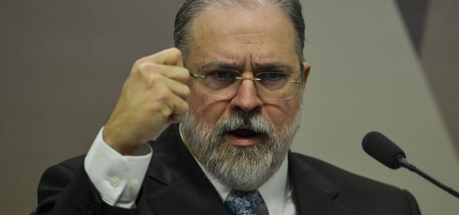 [Após aprovação do Senado, Bolsonaro nomeia Augusto Aras para PGR]
