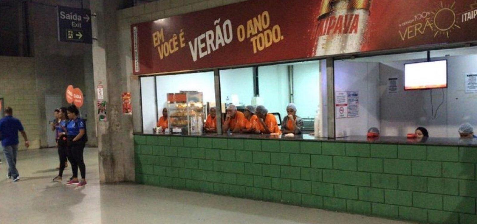 [Após campanha, torcida do Bahia boicota venda de cerveja na Fonte Nova]