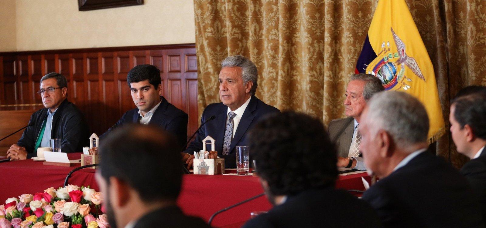 [Após protestos, presidente do Equador transfere sede do governo ]