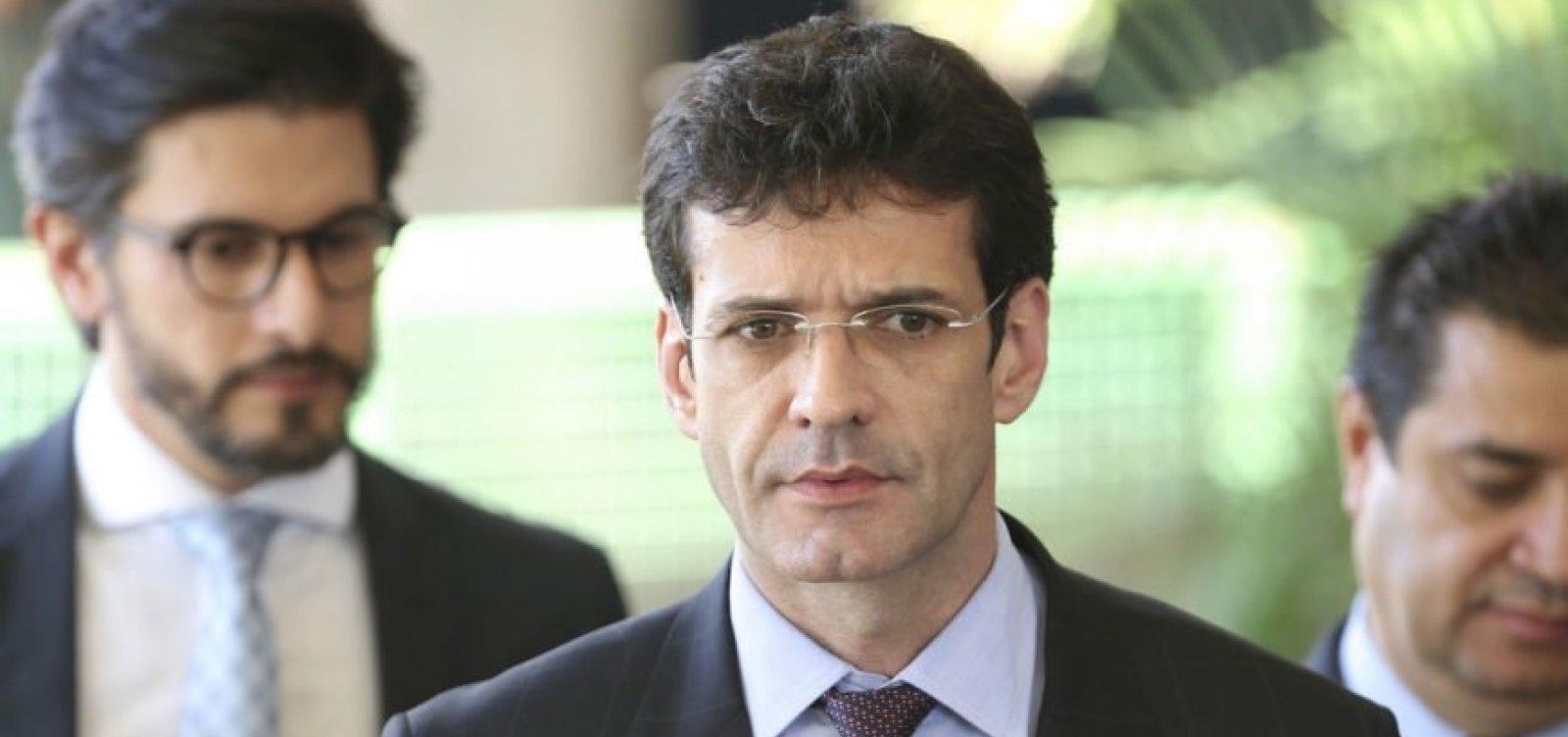 [Após aprovação do Senado, ministro é convocado a depor sobre candidaturas laranjas do PSL]