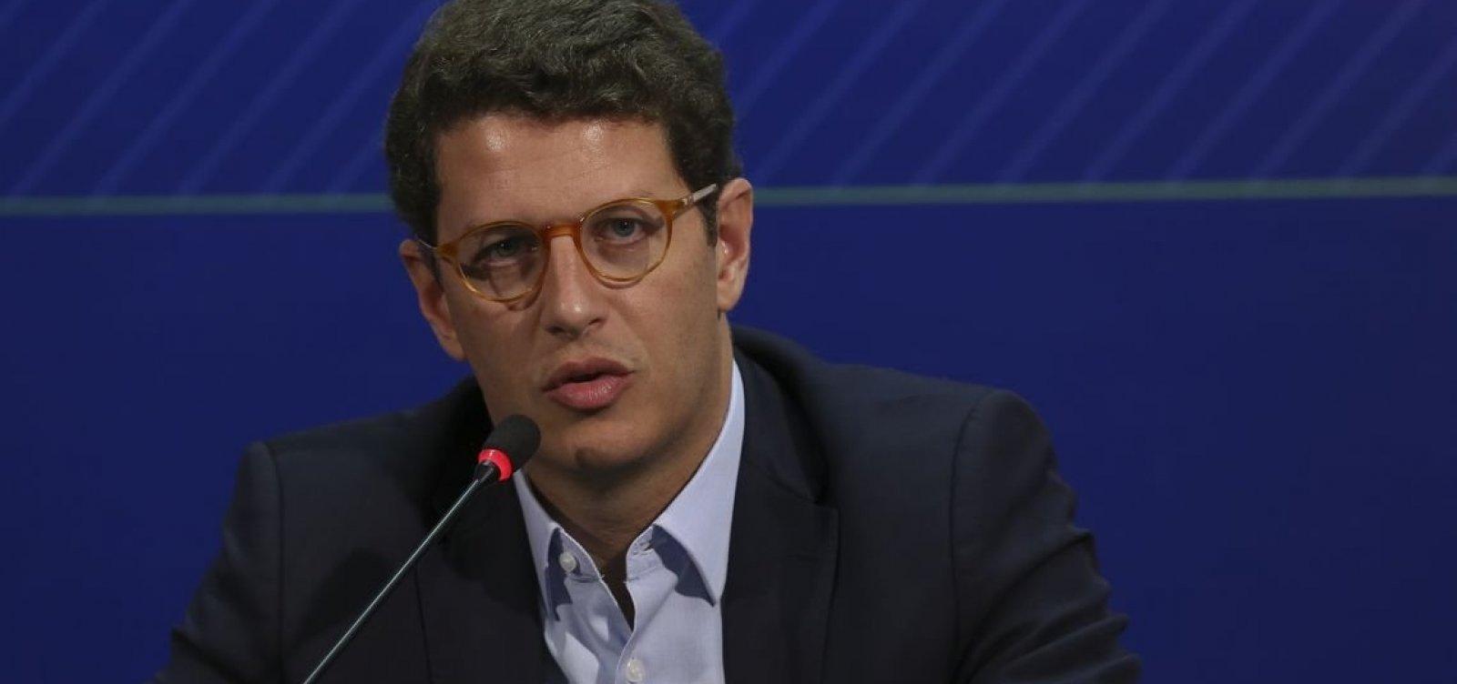 [Manchas de óleo no Nordeste estão vindo 'muito provavelmente da Venezuela', diz ministro]