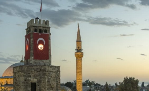 [Turquia inicia ofensiva aérea e terrestre contra curdos no Nordeste da Síria]