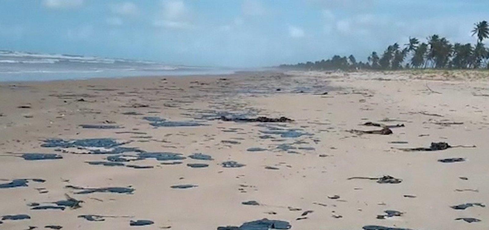 [Mancha de óleo deve chegar a Salvador nesta quinta, diz oceanógrafo]