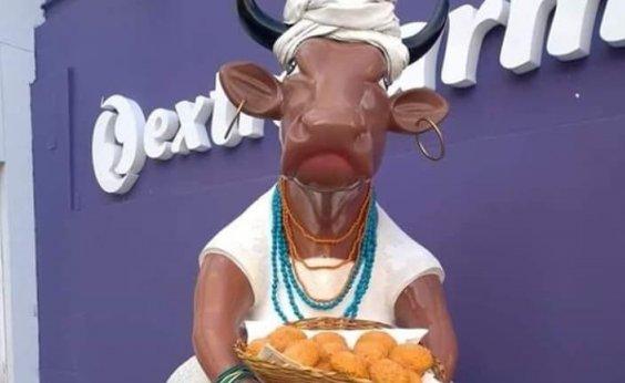 [Escultura de vaca pintada de baiana de acarajé é removida do bairro da Graça]