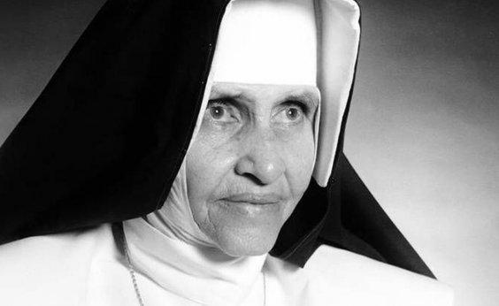 [Irmã Dulce é canonizada e se torna primeira santa brasileira]
