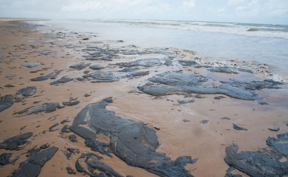 [Justiça determina que União contenha avanço de óleo em Sergipe]