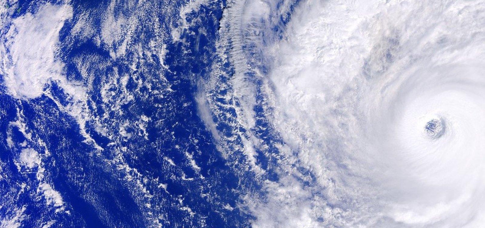 [Sobe para 56 o número de mortos por tufão no Japão]