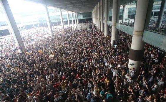 [Justiça condena líderes separatistas da Catalunha e manifestantes fecham aeroporto]