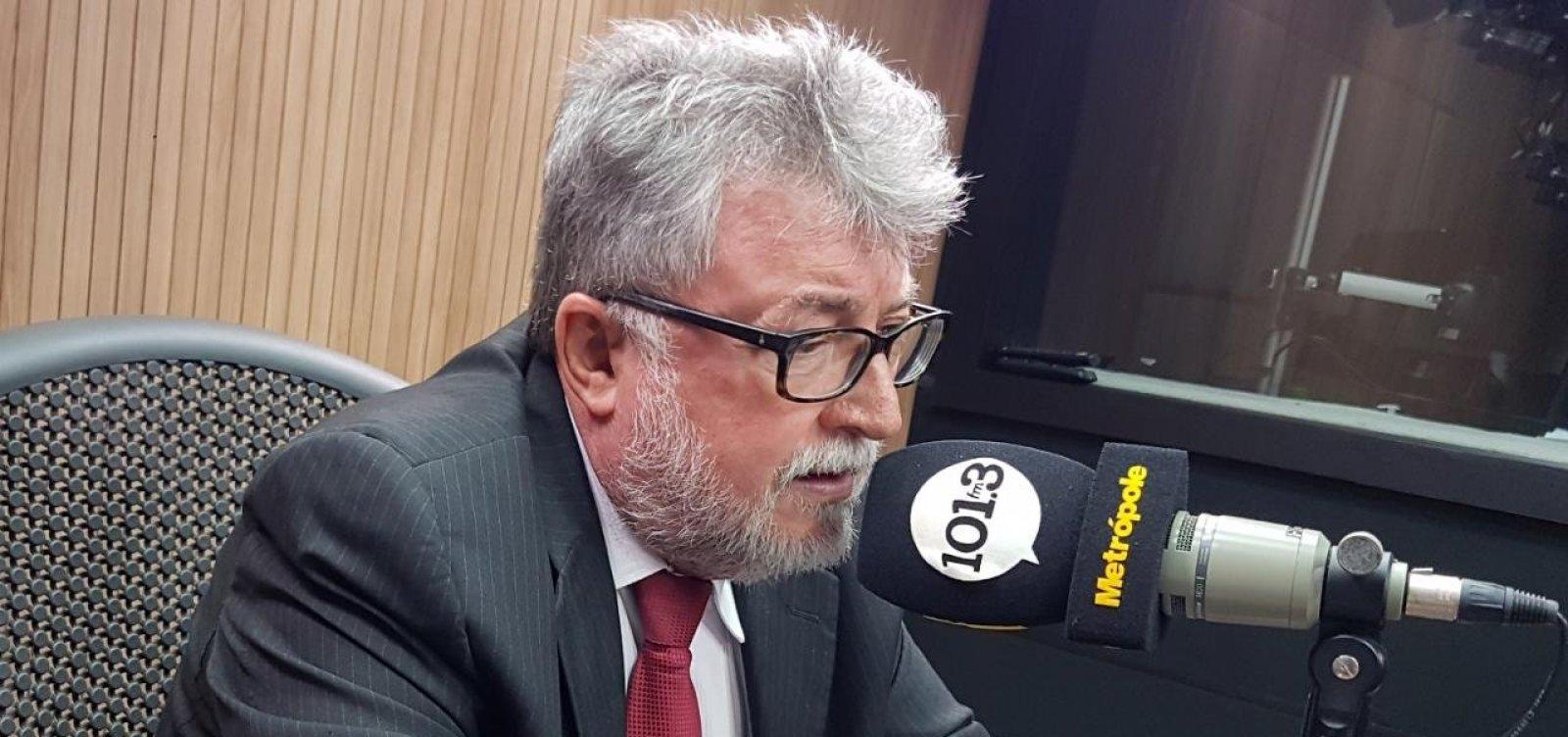 [Secretário de Meio Ambiente critica demora da União na investigação de manchas de óleo]