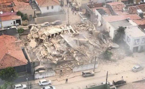 [Prédio residencial de sete andares desaba em Fortaleza]