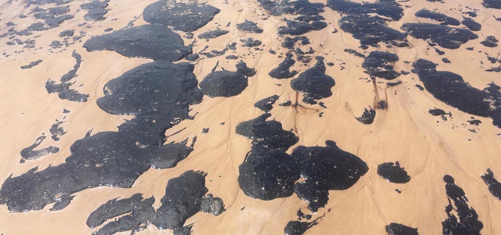 [Manchas de óleo atingem praia da Pituba, em Salvador; veja vídeo]
