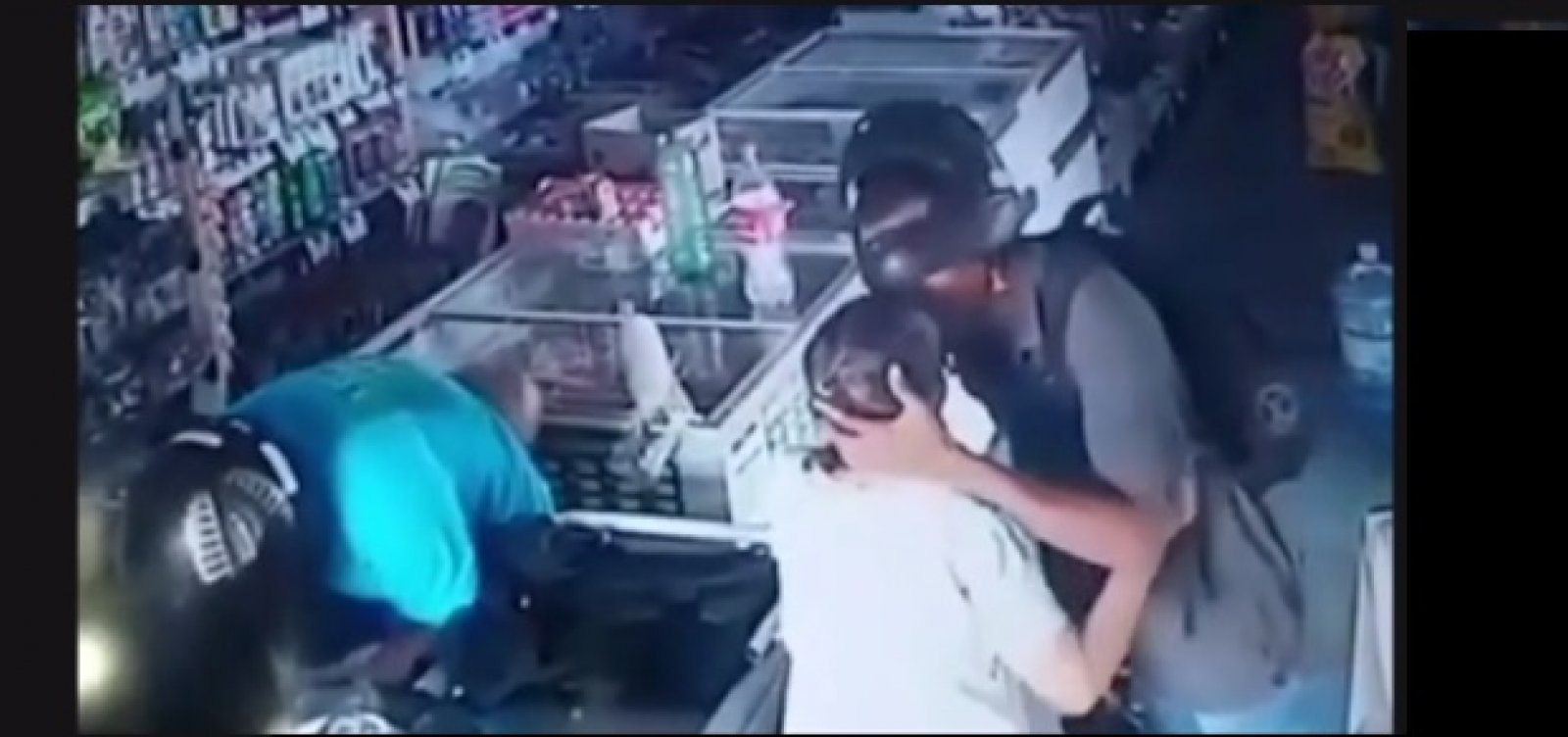 [Ladrão beija mulher e diz que não quer o dinheiro dela em assalto no Piauí]