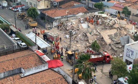 [Bombeiros confirmam 4ª morte após queda de prédio em Fortaleza]