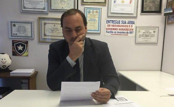 [Carlos Bolsonaro pede desculpas por tuíte na conta do pai]