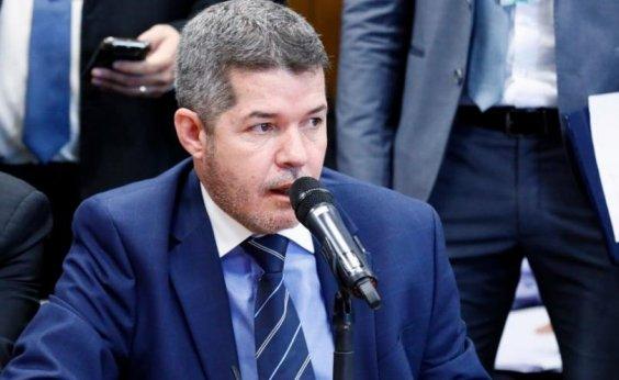[Deputado que prometeu 'implodir' presidente volta atrás: 'Somos Bolsonaro']